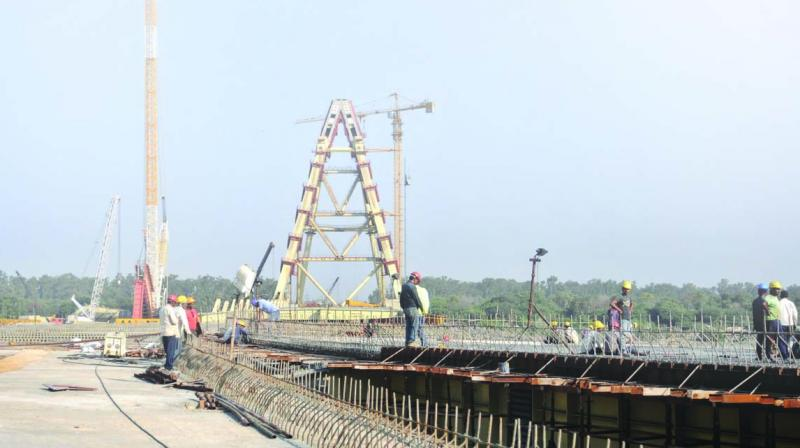 The bow-shaped bridge will stand in the middle of the river.