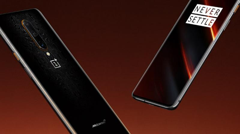 This limited edition handset comes with a well-designed rear and features the McLaren logo .