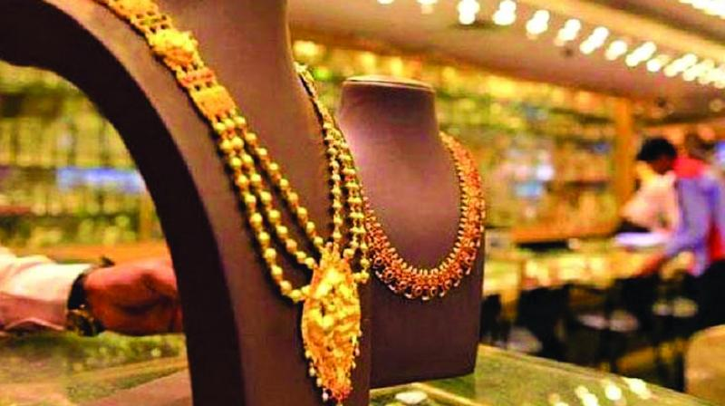 About 6,000 kg of gold worth Rs 2,500 crore was estimated to have been sold till evening on Dhanteras day.