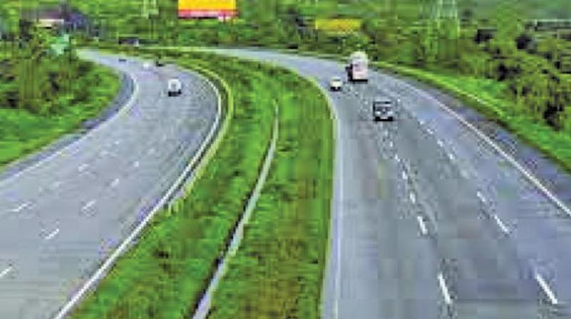 After receiving a poor response for the Mumbai-Pune expressway toll collection bid, the Mumbai State Road Development Corporation (MSRDC) has extended the last date of submission to the second week of December. (Representational image)