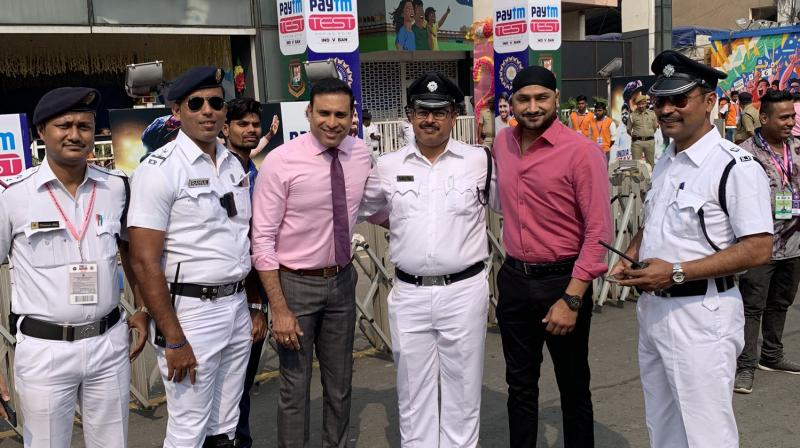 Harbhajan Singh shared a picture with former cricketer VVS Laxman and some police personnel. (Photo: Twitter/ Harbhajan Singh)