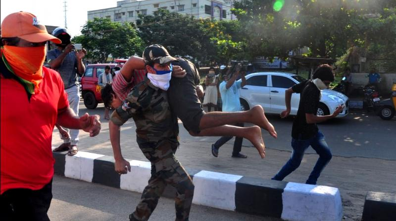 A gas-affected person is carried to hospital in the port city of Visakhapatnam in Andhra Pradesh. A gas leak from the LG Polymer chemical company killed at least five people and put more than 1000 in hospital early Thursday morning, May 7, 2020. (A Photo: P Narasimha Murthy)