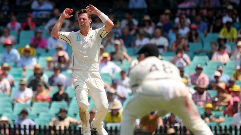New Zealand have suffered yet another injury blow on their tour of Australia on Saturday after confirmation that bowler Matt Henry broke his left thumb on the opening day of the third test. (Photo:AFP)