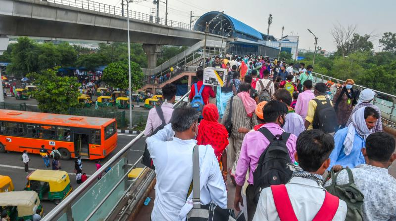 Labourers carrying their belongings arrive from Uttar Pradesh, during Unlock 3.0, at Anand Vihar in New Delhi, Saturday, Aug 8, 2020. Workers from various states have returned to their workplace to resume working amid the coronavirus pandemic. (PTI)