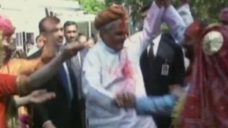 Surrounded by professional folk dancers, Atal Bihari Vajpayee could be seen smeared in colours displays his dancing skills winning a million hearts. (Photo: ANI screengrab)