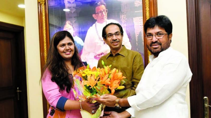 BJP leader Pankaja Munde and Sena leader Arjun Khotkar met Uddhav Thackeray at his residence on Saturday. (Photo: AA)