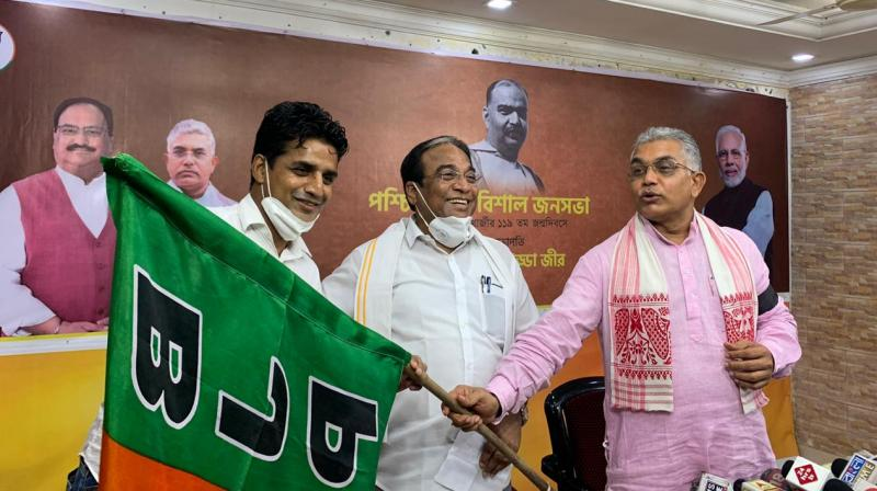 Footballer Mehtab Hossain receives the BJP party flag at the joining ceremony at the BJP HQ in Kolkata.