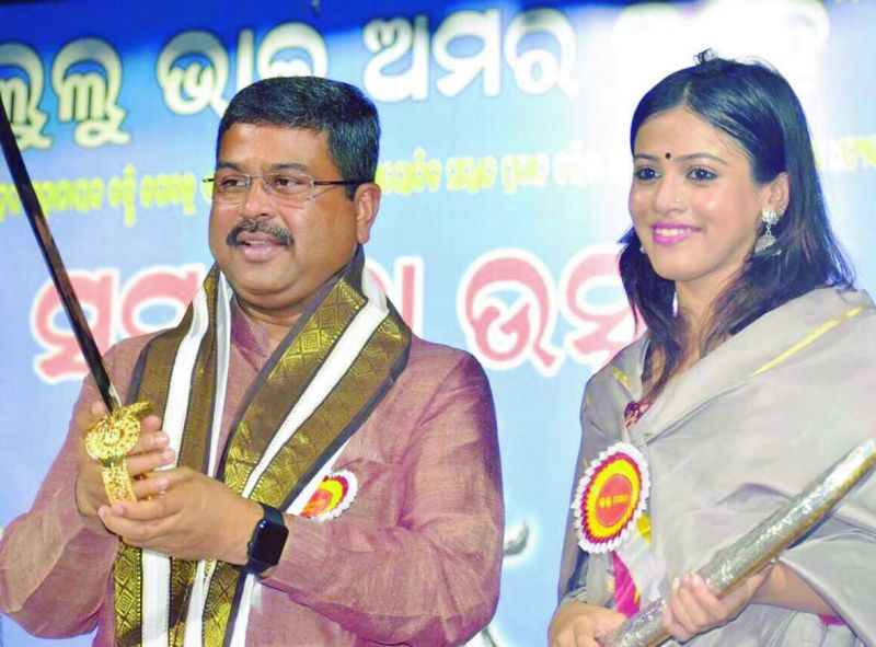 Union minister Dharmendra Pradhan with Upasana Mohapatra, daughter of former Congress working president Lalatendu Bidyadhar Mohapatra, who joined the BJP.