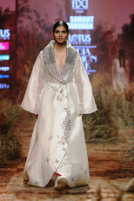 The black graphics depict the dark side of the dreama and the florals celebrated happiness. (Photo: FDCI)