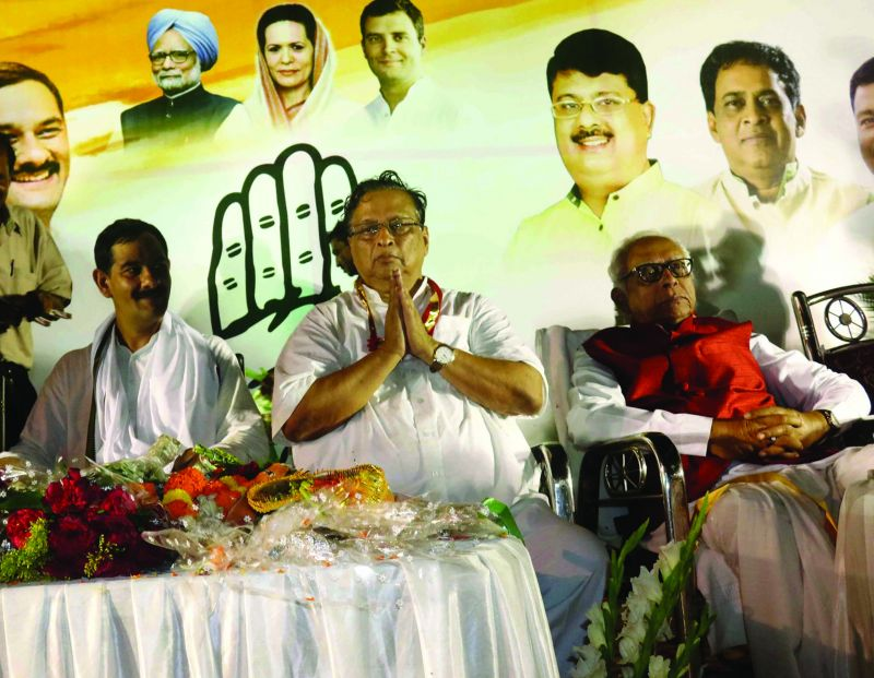Newly appointed state Congress chief Niranjan Patnaik (centre) flanked by AICC  in-charge Jitendra Singh and Leader of the Opposition in Odisha Assembly Narasingha Mishra.