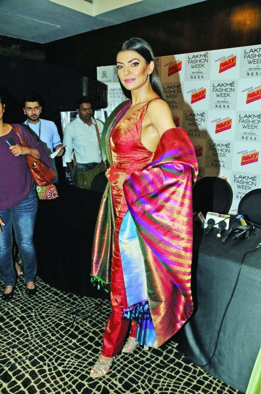 The ever gorgeous Sushmita Sen walked down the ramp wearing  a reversible silk saree by RmKV. The multifunction saree was designed so that it can be worn in four different ways.