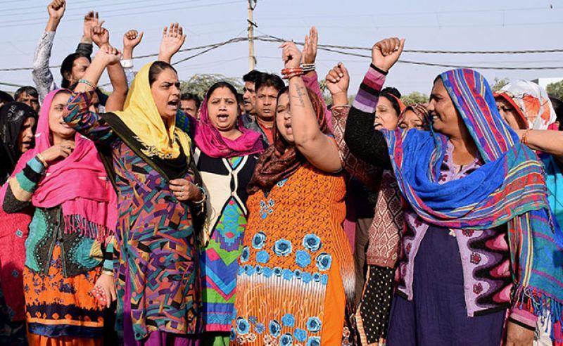 Protesters raised slogans outside Max Hospital. (Photo: PTI)