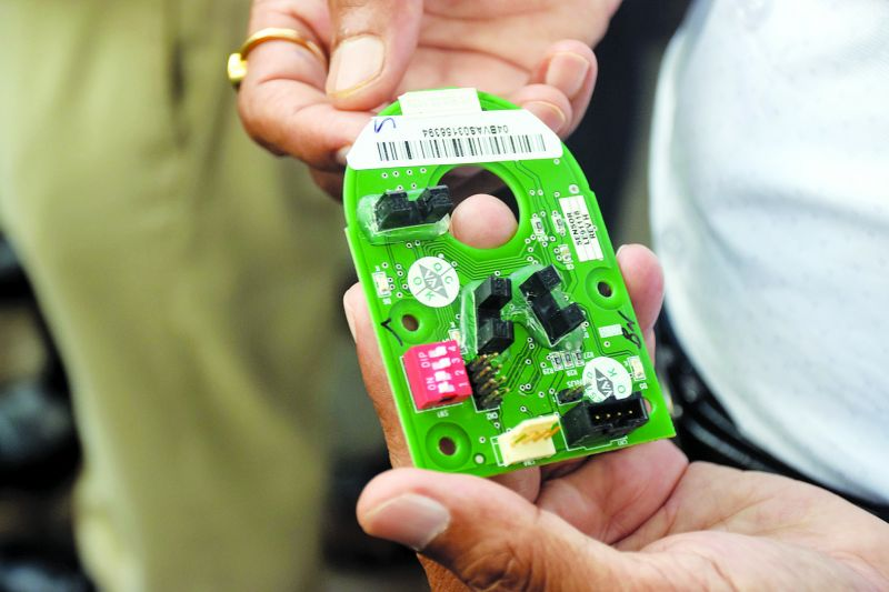 E-chips being used to manipulate fuel prices. (Photo: Deepak Kurkunde)