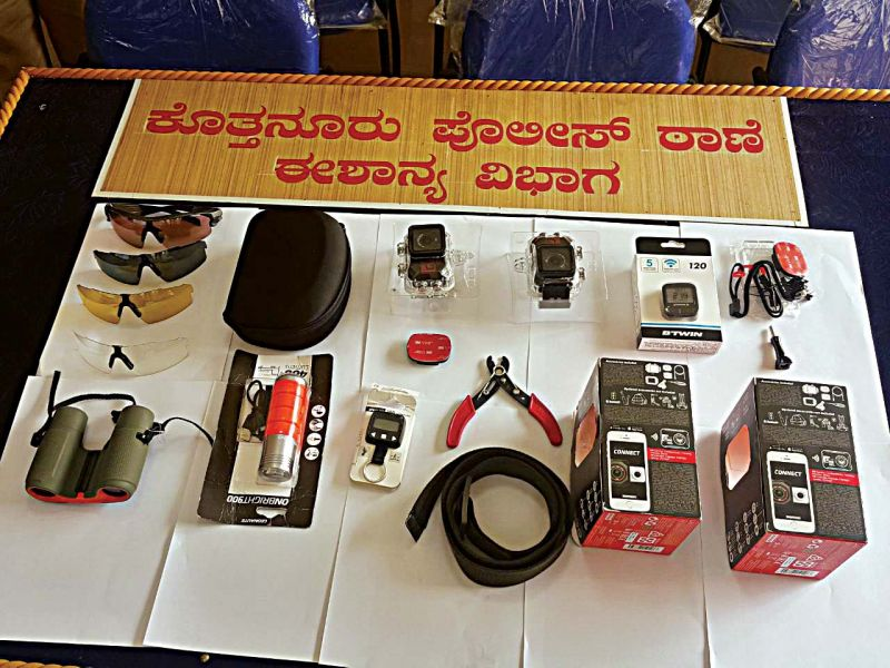 visited a sports retail mart and stole riding glasses, a torch, a binocular and CCTV cameras worth Rs 45,000
