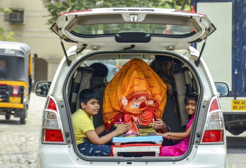 Devotees carry an idol of Lord Ganpati on the occasion of Ganesh Chaturthi, in Navi Mumbai. (Photo: PTI)