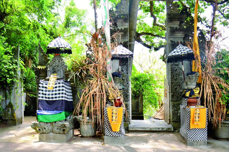 Batu Bolong temple entrance