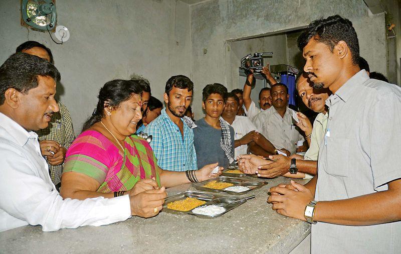 Mayor G Padmavathi and Deputy Mayor Anand inspects the food at Indira canteen at Vasanth Nagar, in Bengaluru on Friday. (Photo: DC)
