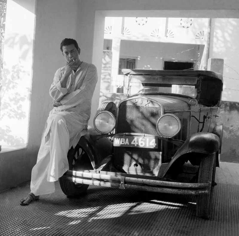 Satyajit Ray with the vintage 1930 Chrysler used in Abhijan,  Calcutta, 1963-64. Photo shoot for Filmfare, January 25, 1965 (Photo: Jitendra Arya/  Jitendra Arya Foundation)