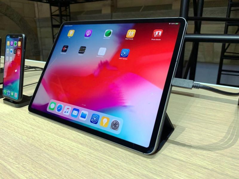 The 2018 iPad Pro gets a Liquid Retina 120Hz ProMotion LCD display with narrow bezels and curved corners. Apple uses the same pixel masking techniques they used on the iPhone XR.