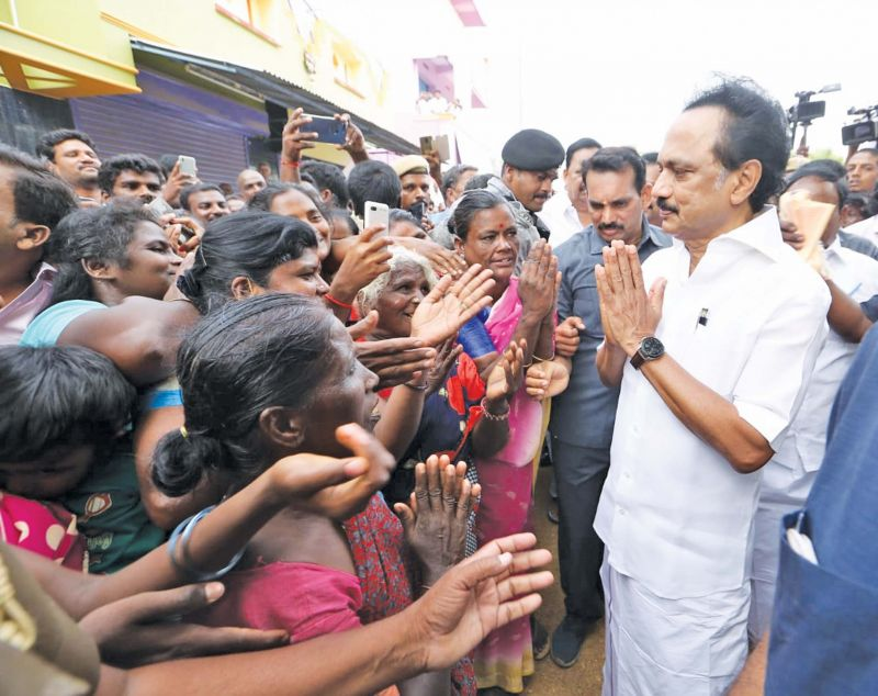 Stalin interacts with voters near Vellore on Sunday. (Photo: K.Senthil Nathan)