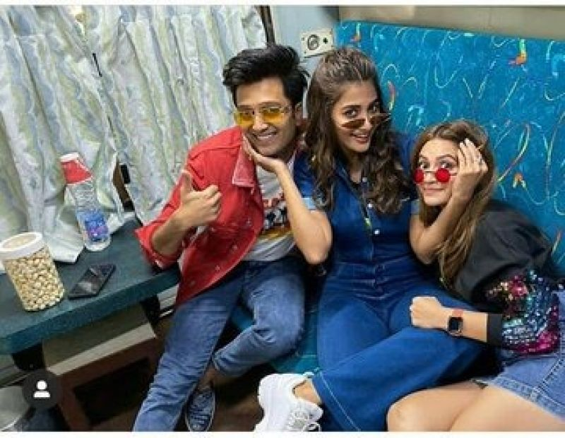 Housefull 4 promotion in train.