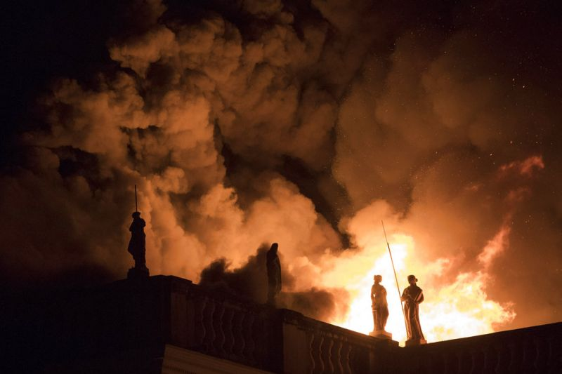 Flames engulf the 200-year-old National Museum of Brazil, in Rio de Janeiro, Sunday, Sept. 2, 2018. According to its website, the museum has thousands of items related to the history of Brazil and other countries. The museum is part of the Federal University of Rio de Janeiro. (Photo: AP)