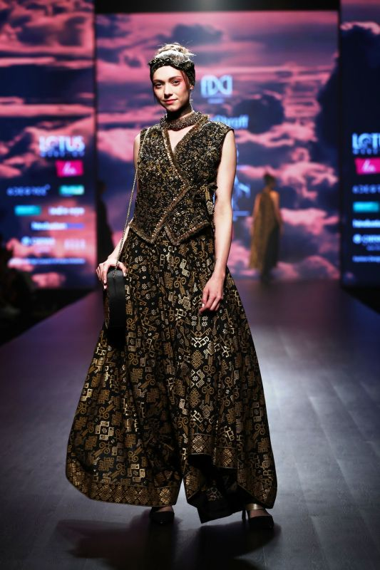Collections in black, grey and gold dominated the fashion runway. (Photo: File)