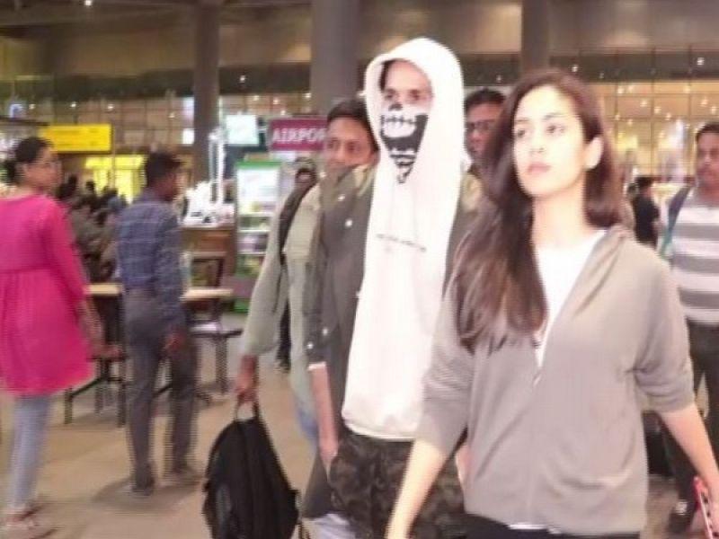 Shahid Kapoor at the Mumbai airport. (Photo: ANI)