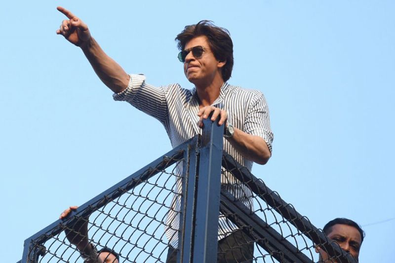 King Khan greets his his fans gathered outside Mannat on his birthday.