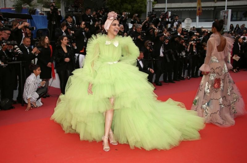 Deepika wore her most edgiest look yet. (Photo: AP/Joel C Ryan/Invision)