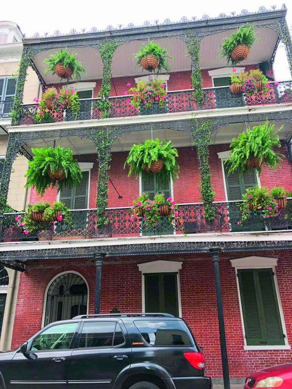 The quaint architecture of New Orleans that has French and Spanish influence