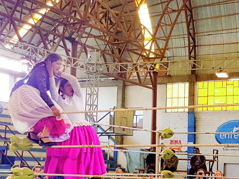 Cholita women wrestling