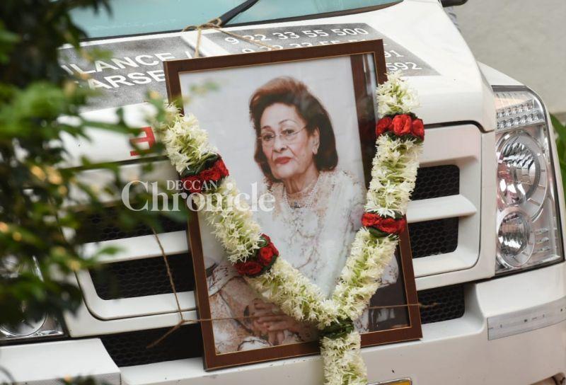 Pics, videos: Kapoors inconsolable, stars galore as Krishna Raj Kapoor cremated
