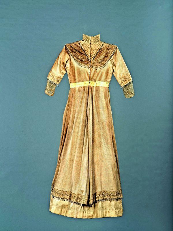 Wedding dress Karachi, 1913 —The One School Goa.
