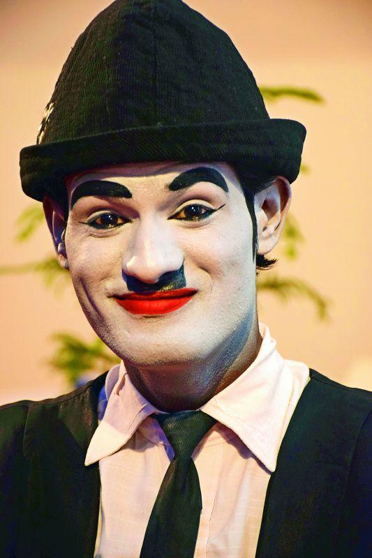 A mime artist