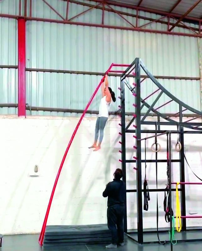 Samantha Akkineni doing Parkour Stunts