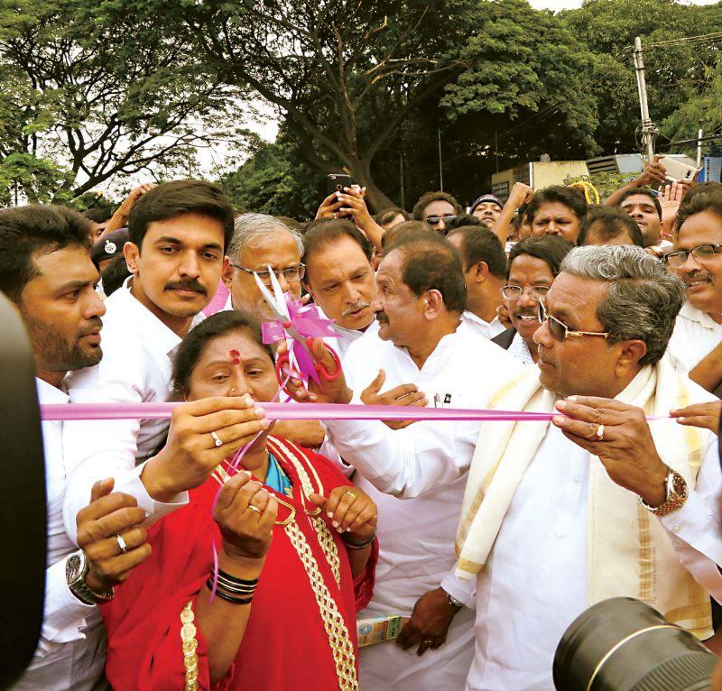 CM Siddaramaiah and Mayor G. Padmavathi inaugurate the Magadi Road underpass on Saturday.