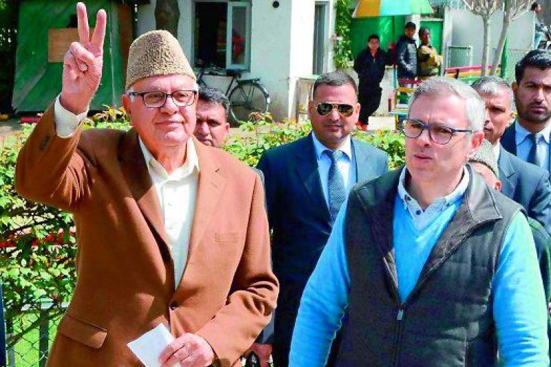 Omar Abdullah with father Farooq Abdullah .