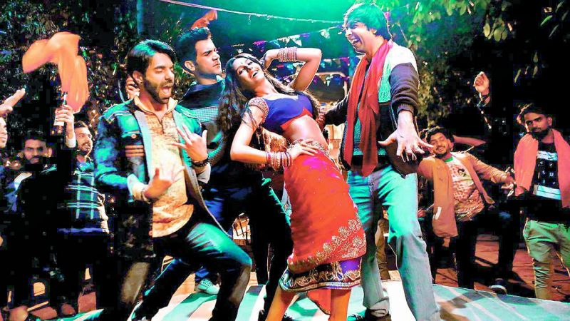 A still from the song Kamariya of the movie Stree.