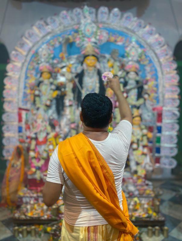 Aarti at Bonedi Bari, captured by the wide lens. (Photo: Siddhartha Joshi- @siddharthajoshi)