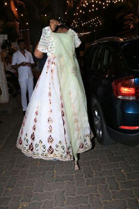 Sonam Kapoor's Mehendi outfit. (Photo: Bollywood Life)