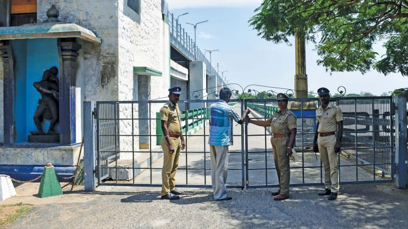 Public entry has been banned at Mukkombu on the bridge across the barrage on the Cauvery river and police security has been posted.(Photo: DC)
