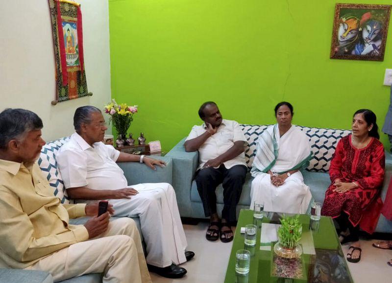 West Bengal CM Mamata Banerjee, Karnataka CM H D Kumaraswamy, Kerela CM Pinarayi Vijayan and Andhra Pradesh CM N Chandrababu Naidu meet wife of Delhi CM Arvind Kejriwal, Sunita, at her residence, in New Delhi on Saturday. (Photo: PTI)