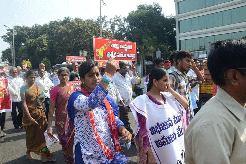 Thousands detained ahead of vizag 39 beach protest 39 for D murali krishna ias