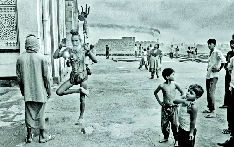 Life in Old Fort, Delhi. Award-winning picture in 1991, Nikon Photo-contest International (NPCI) (Photographed in 1991 on film).