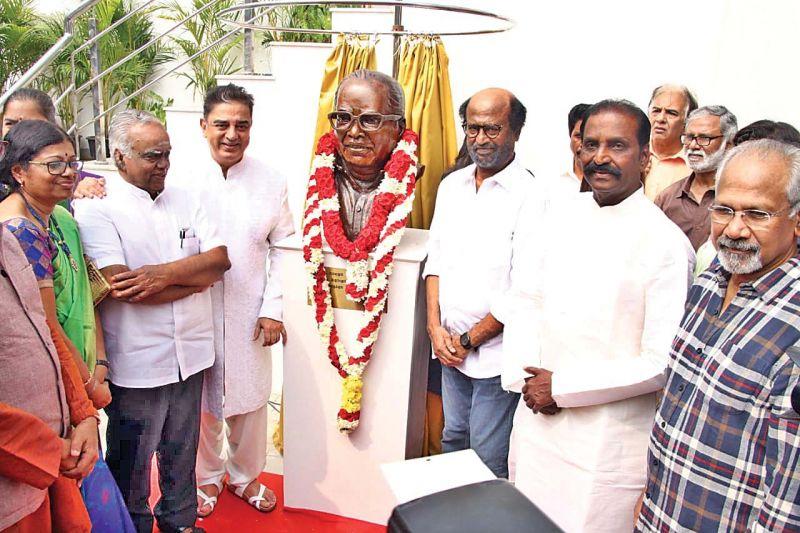 Kamal unveils the K. Balachander statue.