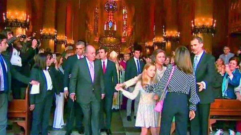 Queen Sofía and Queen Letizia exchanged words at a church while King Felipe tried to break it off. The young princess is seen trying to shrug away.