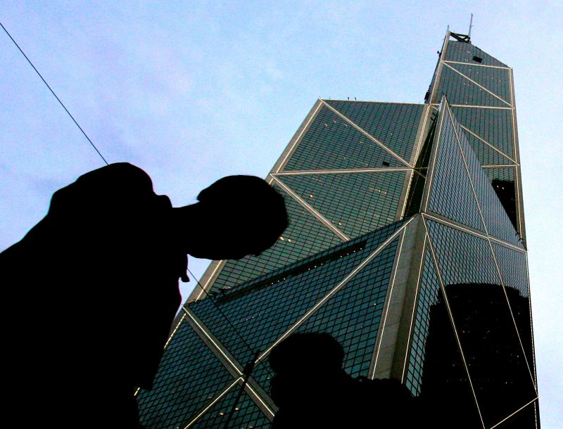 Pedestrians walk past the Bank of China building in Hong Kong designed by the renowned architect I M Pei. (Photo: AP)