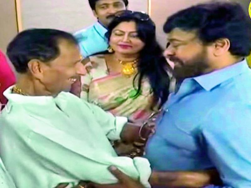 Rallapalli and Chiranjeevi sharing a light moment during the MAA elections.