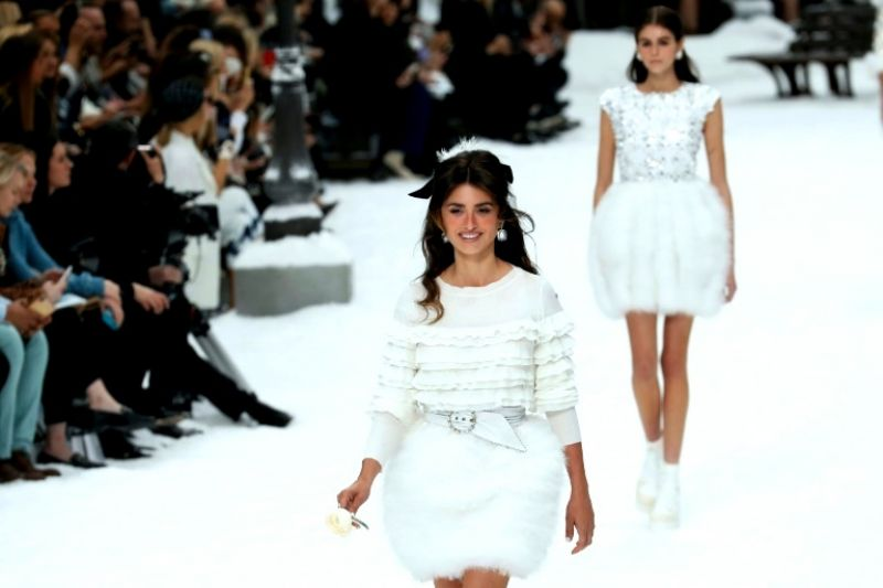 Actor Penelope Cruz valiantly smiled as she walked the runway, paying homage to Lagerfeld. (Photo: AFP)